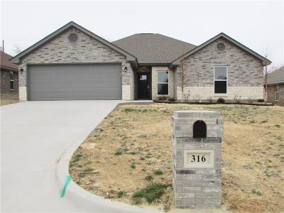 Stephenville Single Family Home For Sale: 316 Midnight Shadow