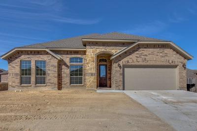 Saginaw Single Family Home For Sale: 1104 Sherwood Trail