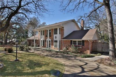 Bedford Single Family Home For Sale: 1005 Overhill Drive