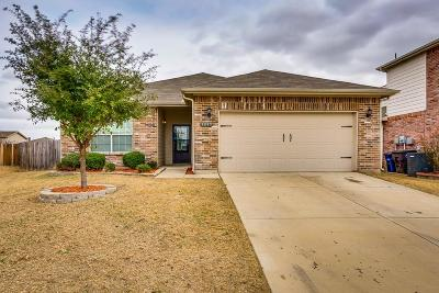 Fort Worth TX Single Family Home For Sale: $215,000