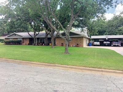 Graham Single Family Home For Sale: 1418 Oak Hills Drive