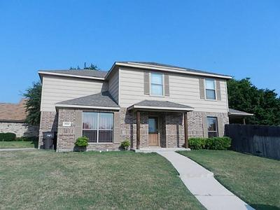 Fort Worth Single Family Home Active Contingent: 10214 Holly Grove Drive