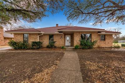 Desoto Single Family Home Active Option Contract: 813 Hunters Creek Drive