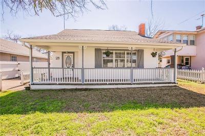 Ennis Single Family Home For Sale: 905 W Lampasas Street