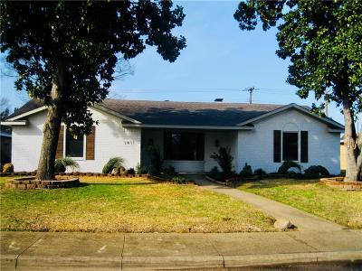 Dallas Single Family Home Active Option Contract: 3811 Oak Arbor Drive