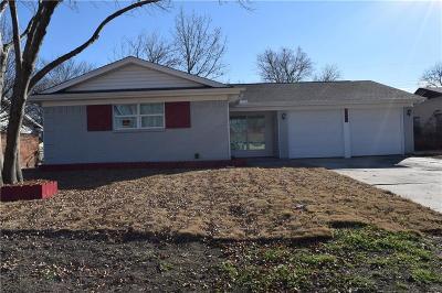 Arlington Single Family Home Active Contingent: 1308 Darlene Lane