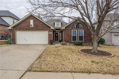 Grapevine Single Family Home For Sale: 1922 Lilac Lane