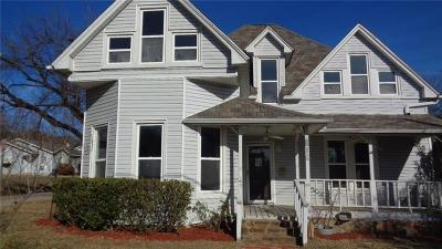 Mineral Wells Single Family Home For Sale: 516 NW 7th Street