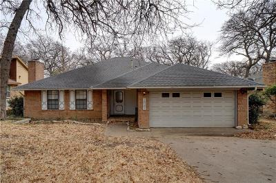Grapevine Single Family Home For Sale: 820 Lake Forest Court