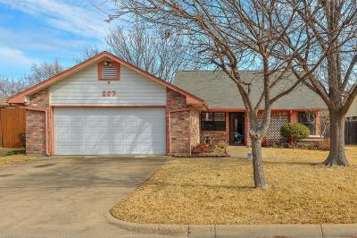 Arlington Single Family Home Active Option Contract: 207 Colony Drive