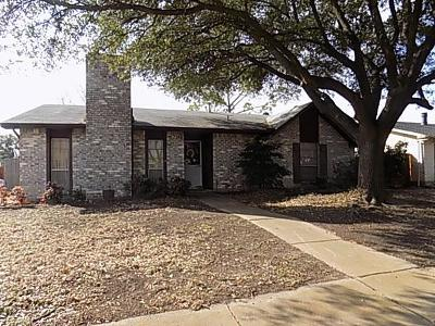 Garland Single Family Home For Sale: 2706 Robin Hill