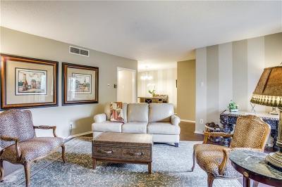 Dallas Condo For Sale: 7700 Meadow Road #215