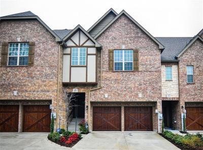 Townhouse For Sale: 535 Hampshire Drive