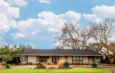 Dallas Single Family Home For Sale: 6934 Royal Lane