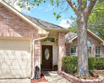 Arlington TX Single Family Home For Sale: $220,000