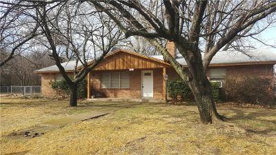 Azle Single Family Home For Sale: 421 Oakwood Street