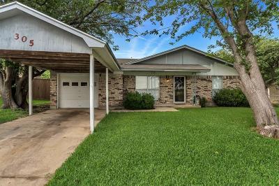 Fort Worth Single Family Home For Sale: 305 Arrowhead Street