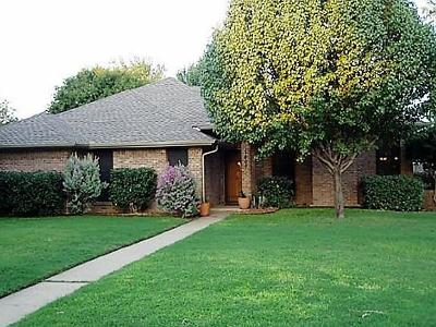 Grapevine Single Family Home Active Contingent: 1402 Sandpiper Street