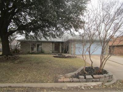 Arlington TX Single Family Home For Sale: $145,900