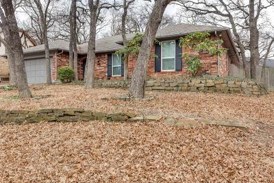Hurst Single Family Home For Sale: 605 Stonehenge Drive