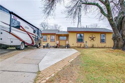 Hurst Single Family Home For Sale: 621 E Ellen Avenue