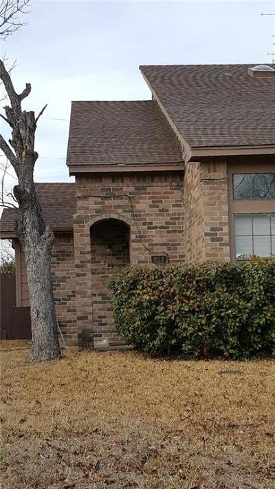 Mesquite Half Duplex For Sale: 833 Brockden Drive
