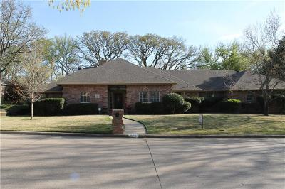 Mansfield Single Family Home For Sale: 806 Oak Shadows Court