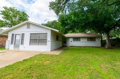 Euless Single Family Home Active Contingent: 1706 Tyler Avenue