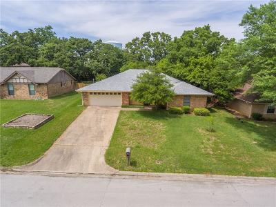 Hurst Single Family Home For Sale: 740 Highland Park Drive