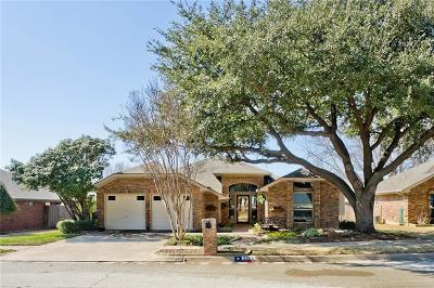 Bedford Single Family Home For Sale: 3205 Timber Grove Drive