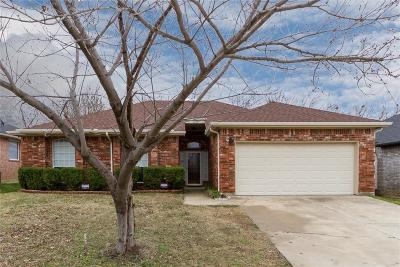 Mansfield Single Family Home Active Contingent: 1510 Cheyenne Trail