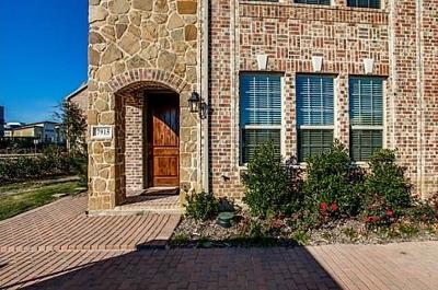Plano Townhouse For Sale: 7915 Parkwood Boulevard