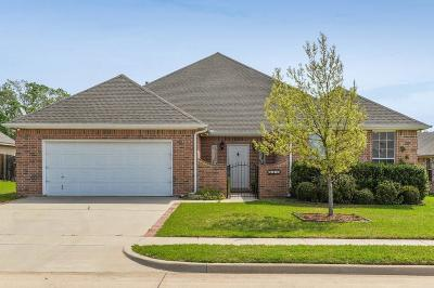 Kennedale Single Family Home For Sale: 1020 Belmont Drive