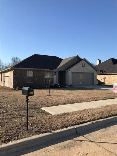 Kaufman Single Family Home Active Contingent: 1607 Still Meadow Drive