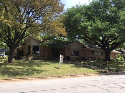 Haltom City Single Family Home For Sale: 6117 Circleview