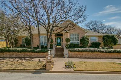 North Richland Hills Single Family Home Active Kick Out: 6800 Nob Hill Drive