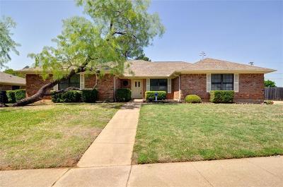 Hurst Single Family Home For Sale: 2081 Parkridge Drive