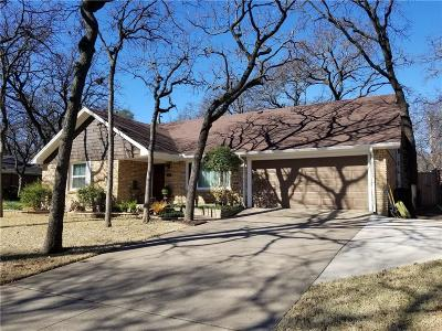 Hurst Single Family Home For Sale: 1105 Forest Oaks Lane