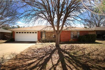 Graham Single Family Home For Sale: 1315 Fairway Drive