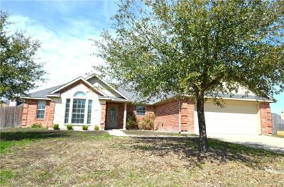 Kaufman Single Family Home Active Contingent: 1522 Still Meadow Drive