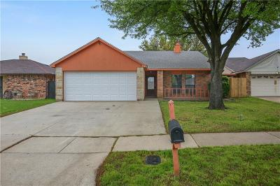 Arlington Single Family Home For Sale: 518 Valley Mills Drive