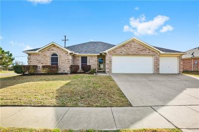 Burleson Single Family Home For Sale: 401 Bretts Way