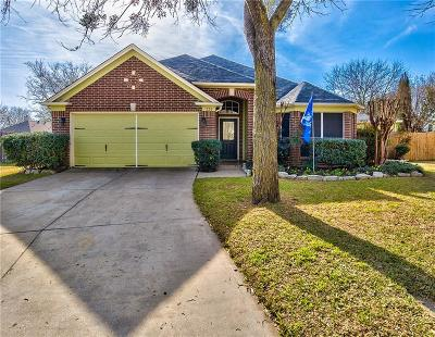 Burleson Single Family Home For Sale: 520 Briarcrest Drive
