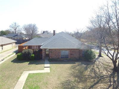 Highland Village Single Family Home For Sale: 604 Meadowcrest Drive