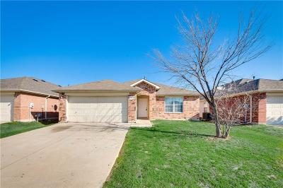 Grand Prairie Single Family Home For Sale: 1028 Stonebrook Drive