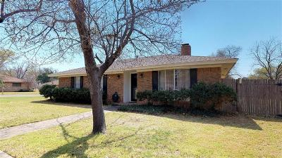 Pantego Single Family Home For Sale: 1712 Dickerson Drive