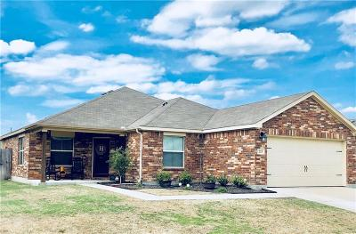 Waxahachie Single Family Home For Sale: 215 Bear Trail