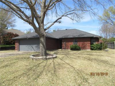 Benbrook Single Family Home For Sale: 1121 Trinity Drive