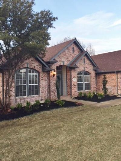 Grapevine Single Family Home Active Option Contract: 2902 Woodhaven Drive