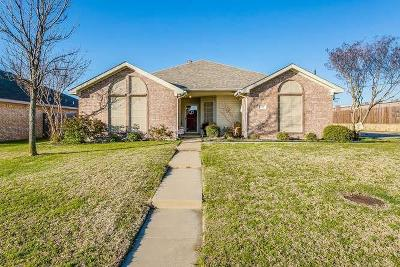 Johnson County Single Family Home For Sale: 737 Summercrest Boulevard